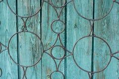 Fondo verde de madera, manchado con edad y una cierta peladura de la pintura Imagen de archivo libre de regalías