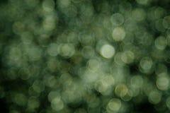 Fondo verde del bokeh creato dalle luci al neon fotografia stock