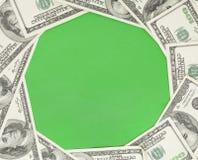 Fondo verde del círculo enmarcado con el dinero Fotografía de archivo