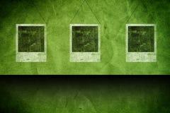 Fondo verde del grunge con las tarjetas Foto de archivo