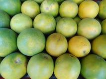 fondo verde delle arance fotografie stock libere da diritti