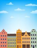 Fondo vertical con las casas retras sobre el cielo azul con las nubes ilustración del vector