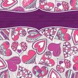 Fondo violeta de la tarjeta del día de San Valentín con los corazones del color Fotografía de archivo libre de regalías