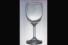 Fondo vuoto di vetro di vino dal lato nero. Fotografie Stock