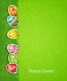 Fondo y huevo festivos de Pascua en hierba Imagen de archivo