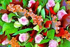 Fondo y papeles pintados hermosos del ramo de la síntesis de las flores en impresiones de alta calidad superiores imágenes de archivo libres de regalías