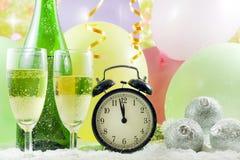 Fondo y reloj de la Feliz Año Nuevo Fotografía de archivo libre de regalías