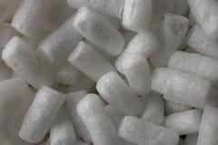 Fondo y textura protectores plásticos de la espuma Vista macra del fondo blanco de la espuma del embalaje Gránulos protectores pl Imagen de archivo