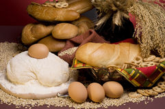 Fondos con pan, cereales, huevos, pasta del alimento Imagen de archivo libre de regalías