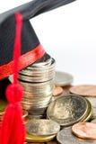 Fonds d'éducation -- Capuchon et pièces de monnaie de graduation Photo stock