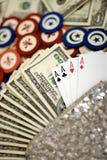 Fonds, Schürhaken, Chips und Karten stockfotos
