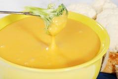 fondue för broccoliostcloseup Arkivfoton