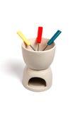 Fonduta di ceramica isolata su priorità bassa bianca Fotografie Stock Libere da Diritti