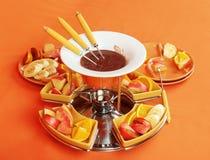 Fonduta di cioccolato con i frutti Fotografie Stock Libere da Diritti