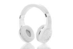Fones de ouvido brancos isolados Fotografia de Stock