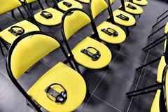 Fones de ouvido da tradução em uma cadeira Imagens de Stock Royalty Free