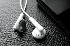 Fones de ouvido e música portátil, vídeo Imagens de Stock Royalty Free