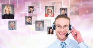 Fones de ouvido vestindo do homem de negócios com gráficos do retrato Imagens de Stock