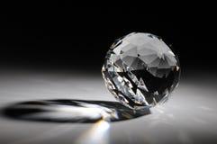 Fonkelend kristal op gradiëntachtergrond Stock Afbeeldingen
