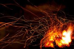 Fonkelende rode vlam als abstracte brandachtergrond Stock Afbeeldingen
