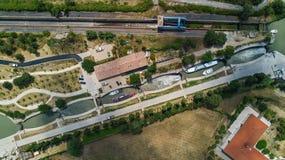 Fonserannes空中顶视图在运河du密地从上面锁,联合国科教文组织遗产地标,法国 免版税库存图片