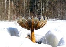 Fontain en forêt de l'hiver Photographie stock libre de droits