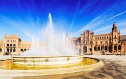 Fontain Plaza de Espana στην ηλιόλουστη ημέρα Σεβίλη Στοκ φωτογραφία με δικαίωμα ελεύθερης χρήσης