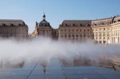 Fontaine à DES Quinconces, Bordeaux d'endroit Photo stock