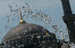 Fontaine à Istanbul au-dessus de Hagia Sofia Image libre de droits