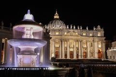 Fontaine à Ville du Vatican, Rome, Italie image stock