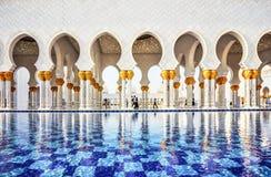 Fontaine in Abu Dhabi Sheikh Zayed Grand-Moskee, de V.A.E Royalty-vrije Stock Foto