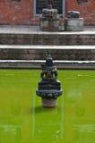 Fontaine antique dans Bhaktapur nepal Maintenant détruit après une masse Image libre de droits