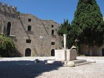 Fontaine antique dans la vieille ville de la photo deux de Rhodes Image libre de droits