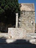 Fontaine antique dans la vieille ville de Rhodes Images libres de droits