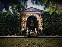 Fontaine artistique, gala - jardin de château de Dalì dans Pubol image stock