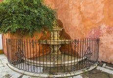 Fontaine au centre de la ville d'Odl de Seivlla Photo stock