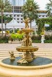 Fontaine avec de petits anges Photos stock