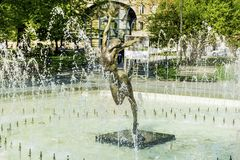 Fontaine avec la statue de ballerine Photo libre de droits