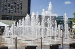 Fontaine carrée centrale de couronne Images stock