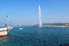 Fontaine chez le Lac Léman Photo stock