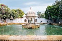 Fontaine chez Saheliyon Ki Bari Garden des jeunes filles dans Udaipur, Inde Image stock