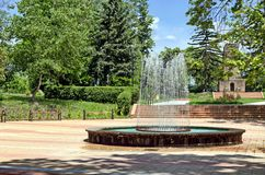 Fontaine circulaire de jardin photographie stock libre de droits