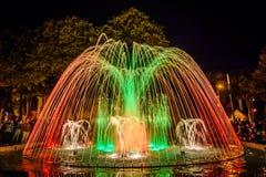 Fontaine colorée de danse Photographie stock