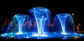 Fontaine colorée de danse Photos stock