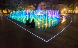 Fontaine color?e de Lublin de multim?dia d'exposition de fontaine de nuit images stock