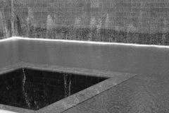 9/11 fontaine commémorative en noir et blanc Photographie stock libre de droits