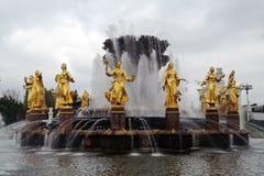 Fontaine d'amitié de peuples au parc de VDNKH à Moscou Images stock