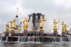 Fontaine d'amitié de peuples au parc de VDNKH à Moscou Photographie stock