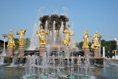 Fontaine d'amitié de peuples au parc de VDNKH à Moscou Photo stock
