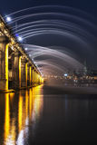 Fontaine d'arc-en-ciel de pont de Banpo Photo libre de droits